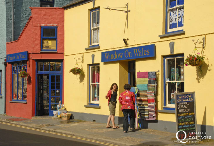 Browse in 'Window on Wales' for clothes, jewelery, toys, cards, bags, wellies and lovely holiday souvenirs