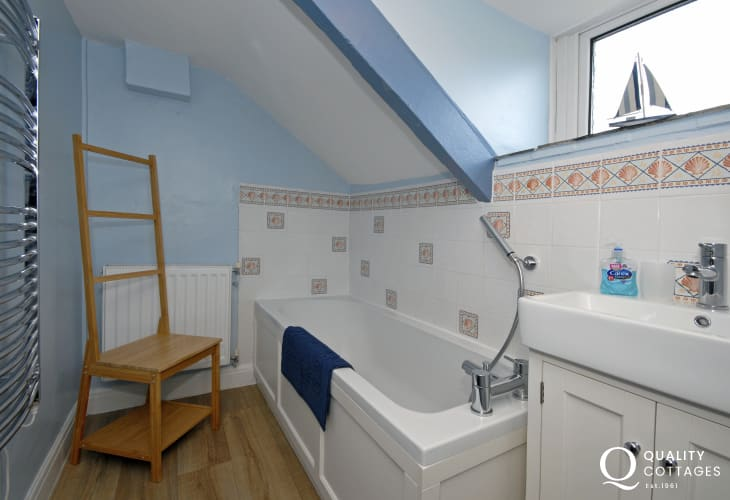 Whitesands holiday cottage - first floor bathroom
