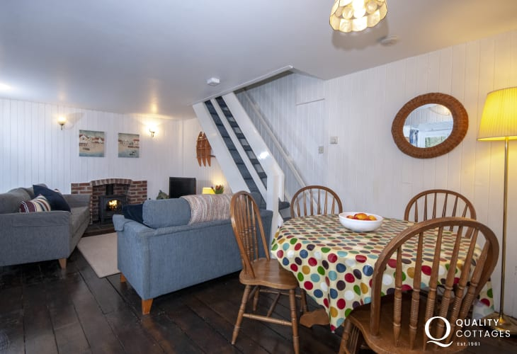Pet friendly Solva Valley holiday cottage - lounge/diner