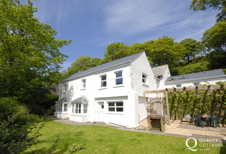 Solva Valley holiday cottage with gardens - pets welcome