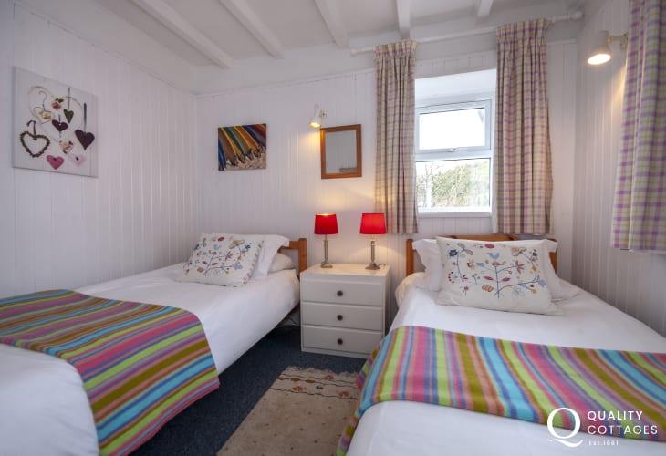 Solva holiday home sleeps 4 - twin
