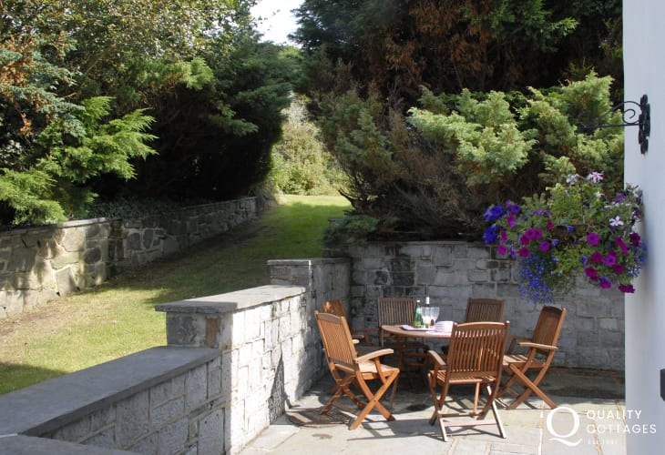 Burton Ferry holiday cottage - private patio