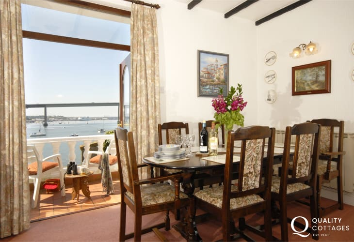 Holiday home near the Pembrokeshire coast - dining area