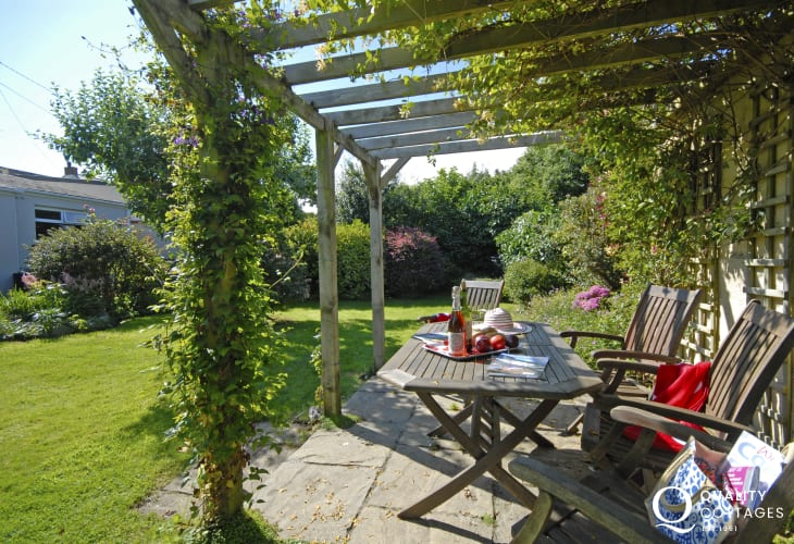 Pet friendly holiday cottage Solva with private gardens