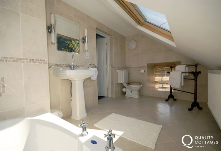 St Davids holiday cottage - en-suite bathroom