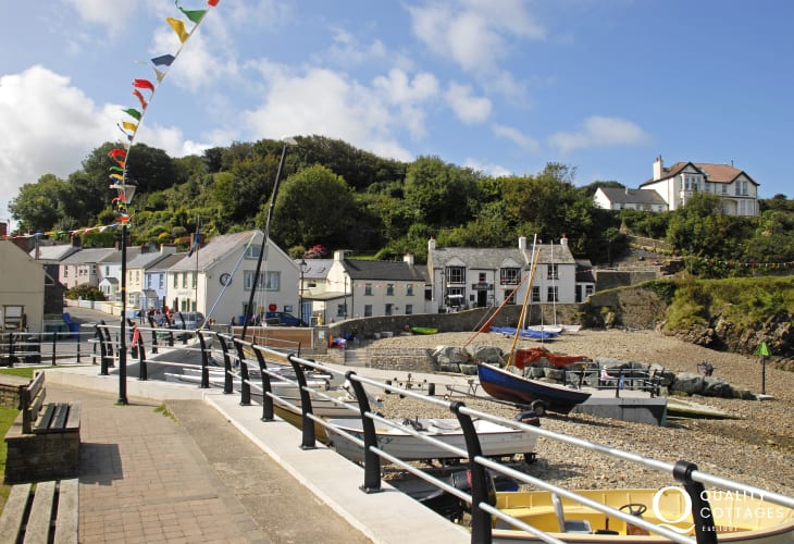 The Swan pub in Little Haven overlooks the beach. The village is also a stop off point for Solva Sailboat Water Taxi