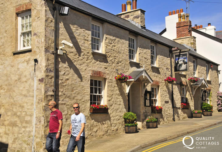 The Farmers Arms serves plentiful bar food and has a large dog friendly beer garden