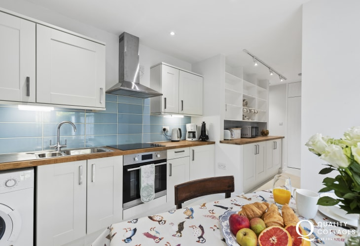 Cardigan nearby holiday cottage - modern kitchen