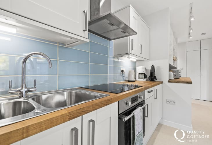 Cardigan nearby holiday cottage - modern kitchen well equipped