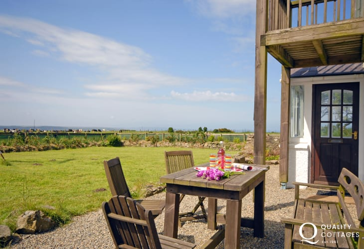 St Brides Bay holiday cottage - garden