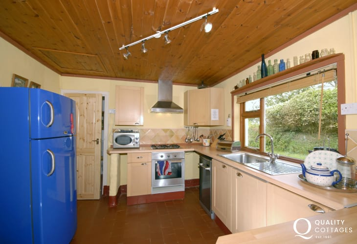 Self catering North Pembrokeshire - country style kitchen