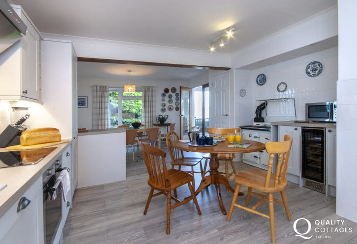 Aberporth, Cardigan Bay holiday home  - spacious kitchen/diner