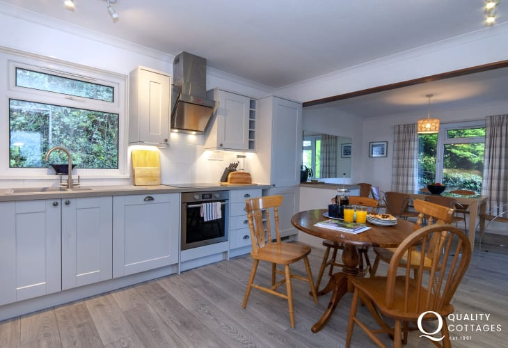 Aberporth, Cardigan Bay holiday bungalow  - open plan kitchen/diner