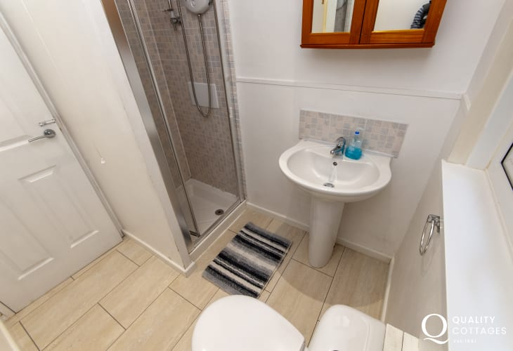 Aberporth holiday home - shower room