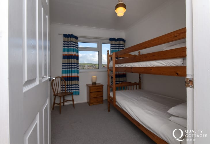 Cardigan Bay family holiday home - bunk bed room