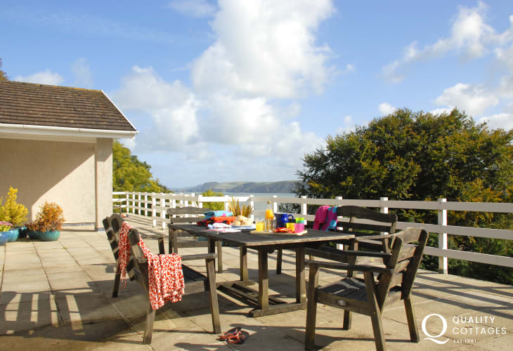 Aberporth holiday home with spacious terrace balcony and wonderful sea views