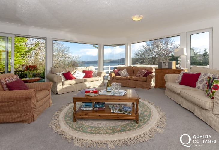 Coastal bungalow in Aberporth with sea views - spacious living room