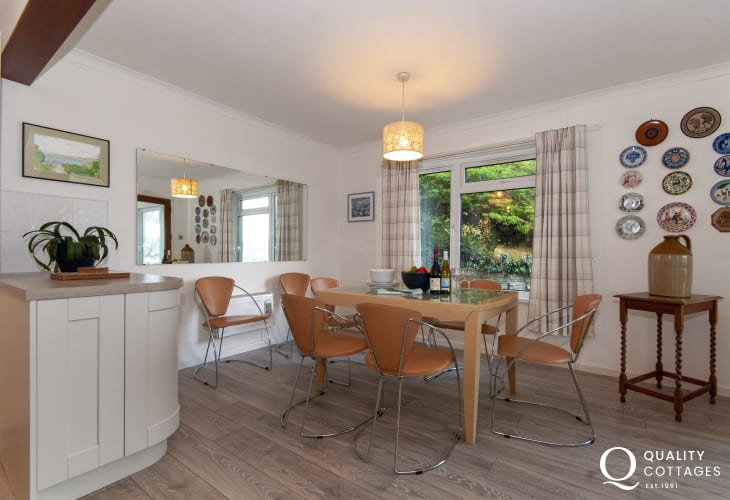 Aberporth beach side holiday home - dining area
