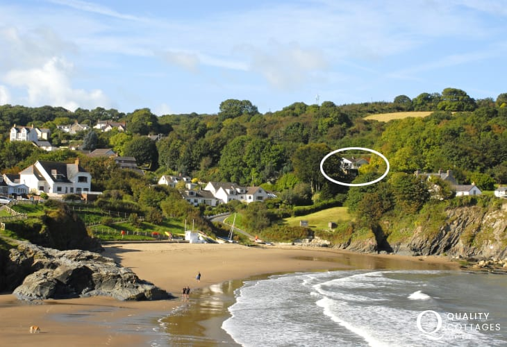 Holiday bungalow above the beach at Aberporth