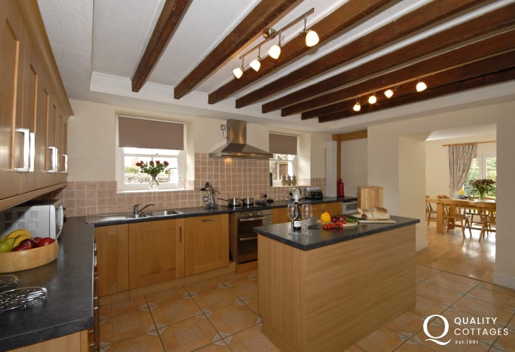 Self-catering Dale holiday house with spacious kitchen
