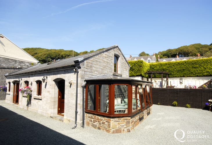 Cottage on The Haven Waterway, Pembrokeshire - pets welcome