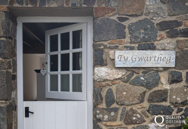 Front of Ty Gwartheg with stable door