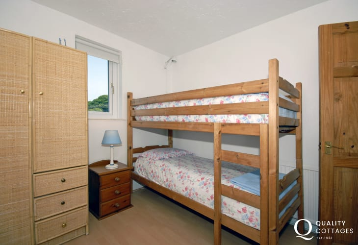 Self catering Pembrokeshire holiday home sleeps 4 - bunk room