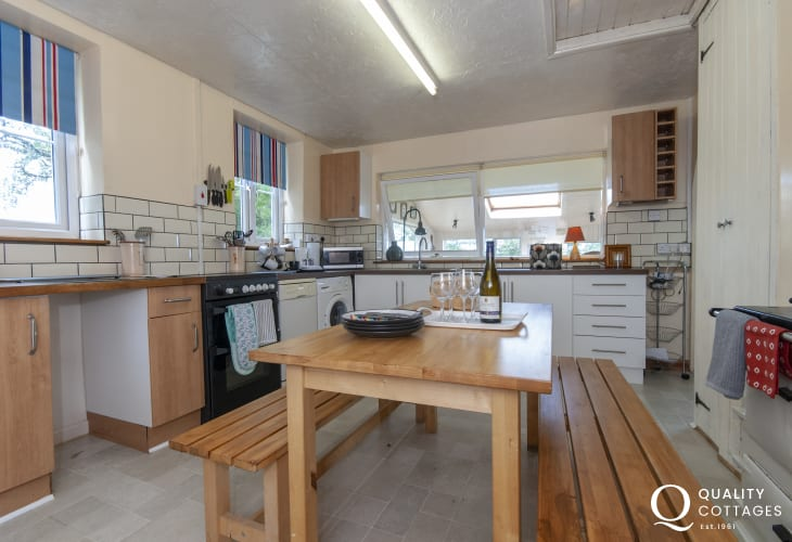 Newport Pembrokeshire self-catering cottage - kitchen
