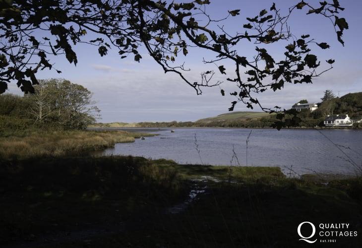 Nearby estuary walks close to Awen Ingli