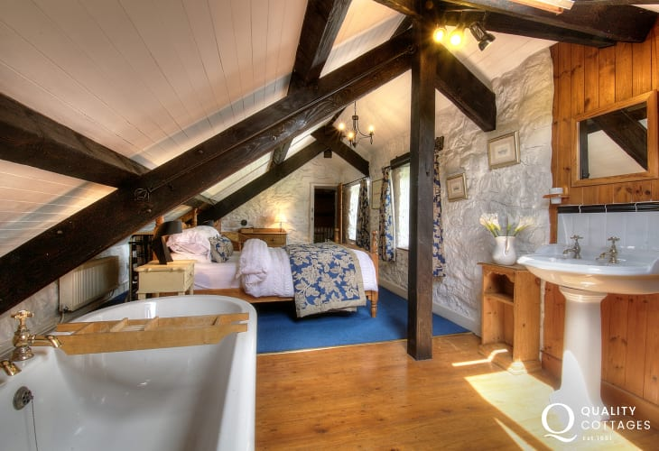 Pet friendly holiday cottage Anglesey -  en-suite