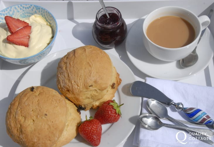 Try Siop Fach Tea Room for delicious coffees, cakes, snacks, light lunches and tasty teas