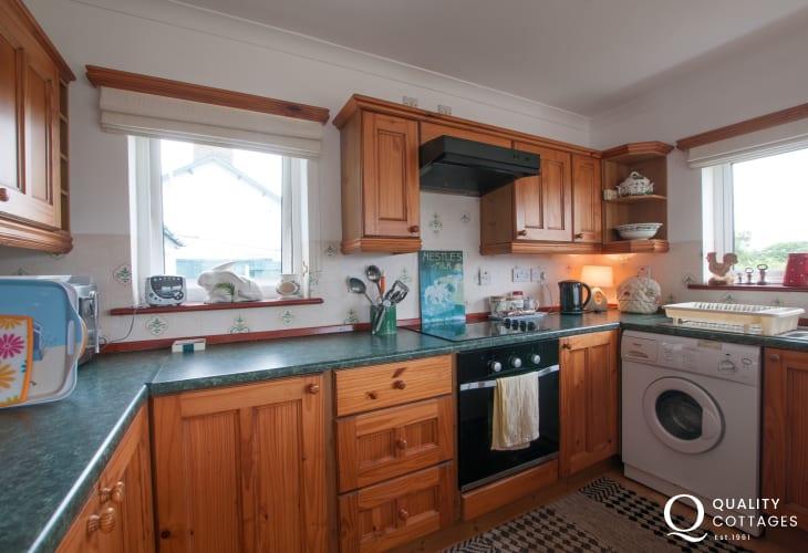 Dwyrd Estuary holiday cottage-kitchen