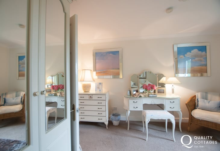 Dwyrd Estuary holiday cottage-double bedroom