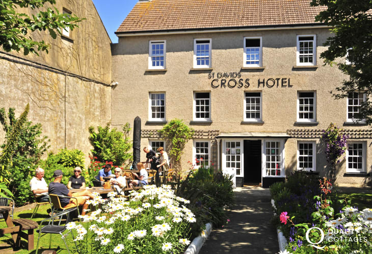 'The Old Cross' is the perfect spot to enjoy food and rinks on the lawn in the heart of St Davids