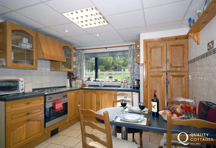 Self-catering riverside cottage South Pembrokeshire - modern kitchen