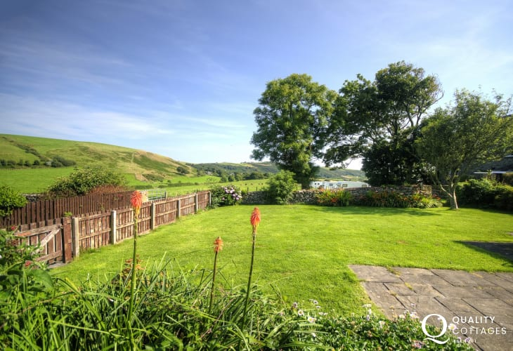 Porth Neigwl holiday cottage - garden