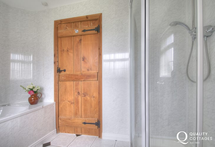 Porth Neigwl holiday cottage - bathroom