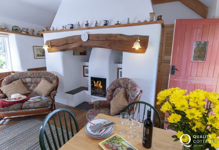 Pet friendly cottage on the Secret Waterway - rural retreat cosy with open fire