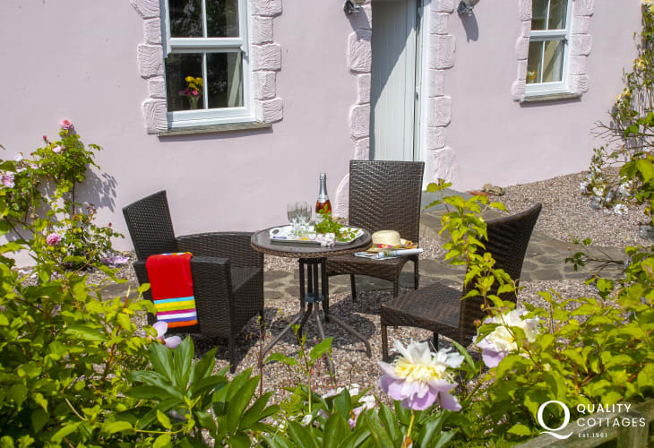 Lawrenny - restored holiday cottage with secluded terrace garden
