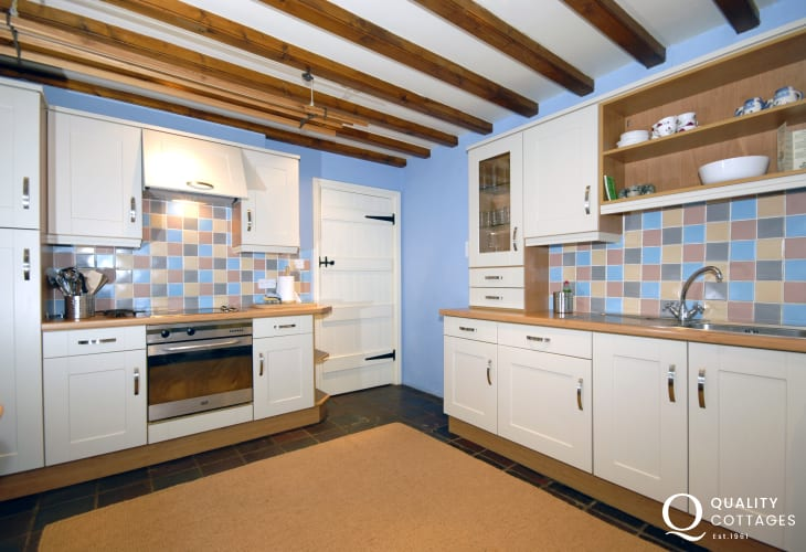 Self catering Abermawr - modern fully fitted kitchen/diner