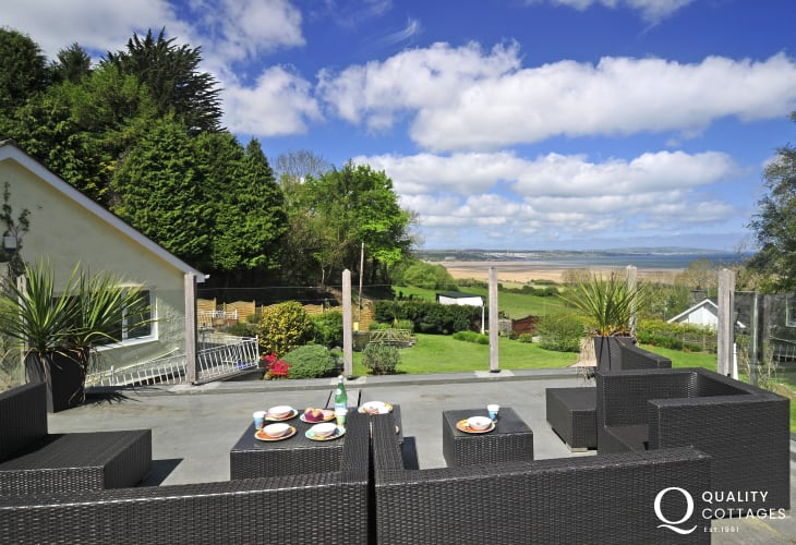 Anglesey holiday cottage  - Balcony with seaviews