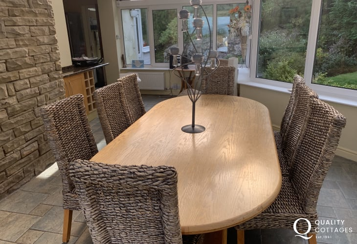 Anglesey holiday home-dining area