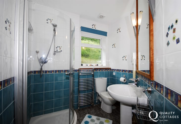 Holiday cottage bungalow - shower room