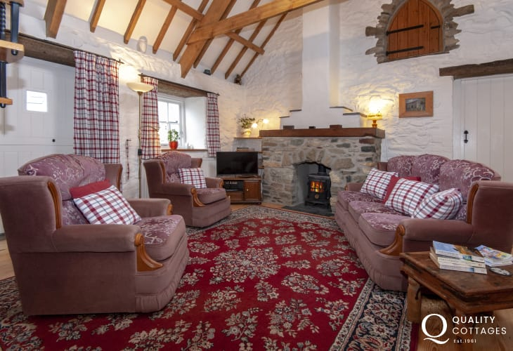 Pembrokeshire cosy cottage - lounge with wood burning stove