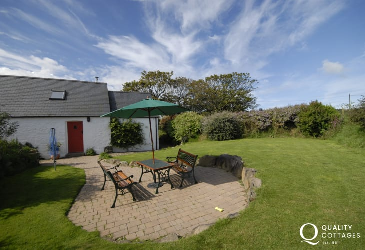 Pembrokeshire National Park holiday cottage with enclosed private rear garden