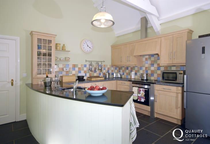 North Pembrokeshire self-catering barn conversion near the sea  - luxury kitchen/breakfast room
