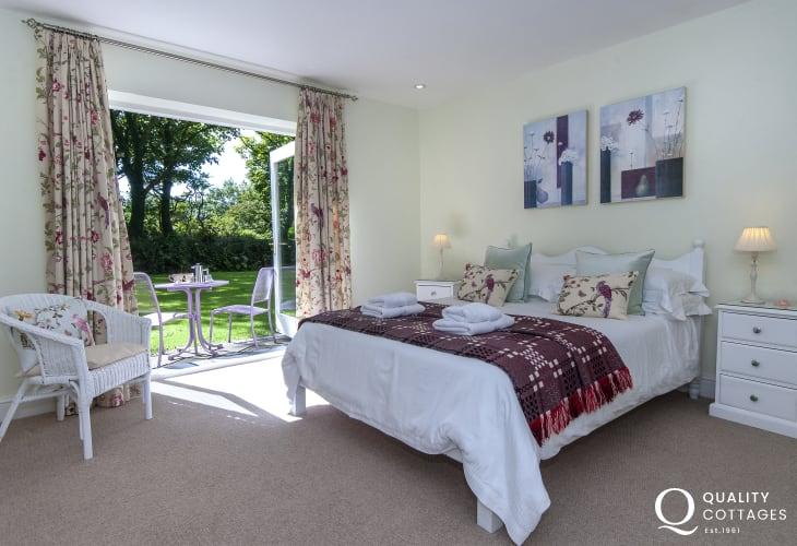 Pembrokeshire cottage - kingsize bedroom with patio doors to garden