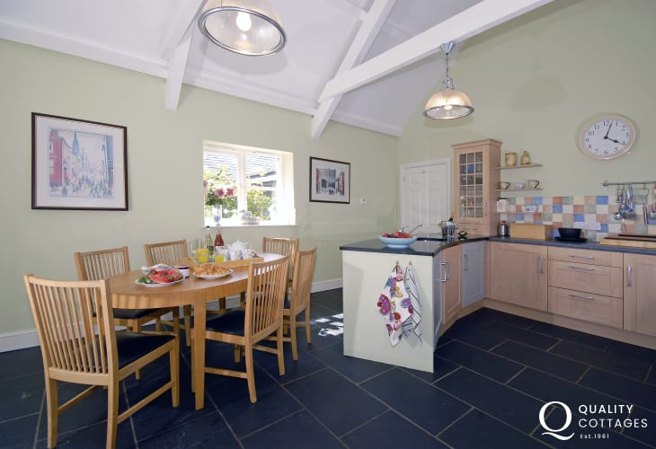 Self-catering cottage near the Pembrokeshire coast - luxury kitchen/breakfast room