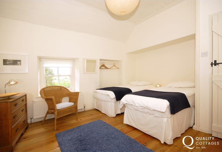 South Pembrokeshire cottage sleeps 5 - twin