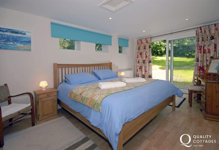 North Pembrokeshire cottage - lower ground floor super king size master bedroom
